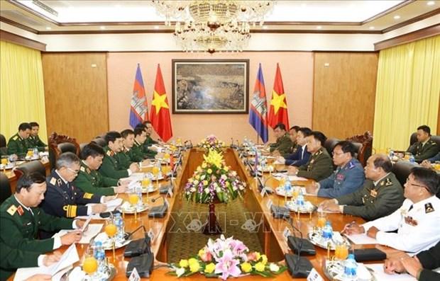 Le commandant en chef de l'Armee royale cambodgienne en visite officielle au Vietnam hinh anh 1