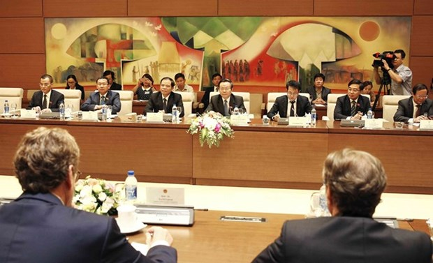 Le vice-president de l'AN Phung Quoc Hien recoit une delegation europeenne hinh anh 1
