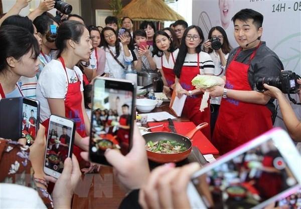 Un chef cuisinier sud-coreen celebre promeut la cuisine de son pays au Vietnam hinh anh 1