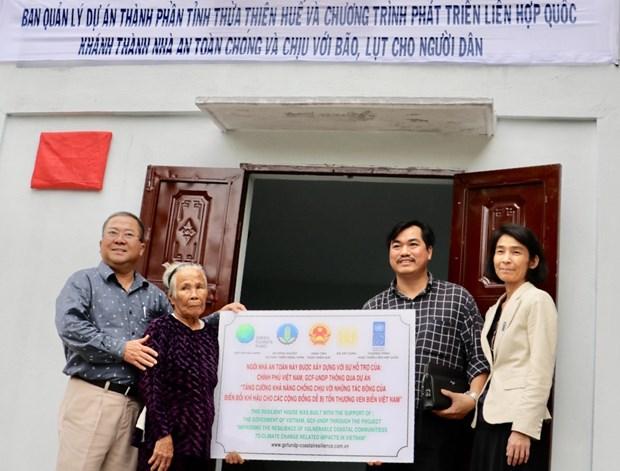 Le PNUD remet une centaine de maisons resistantes aux crues a Thua Thien-Hue hinh anh 1