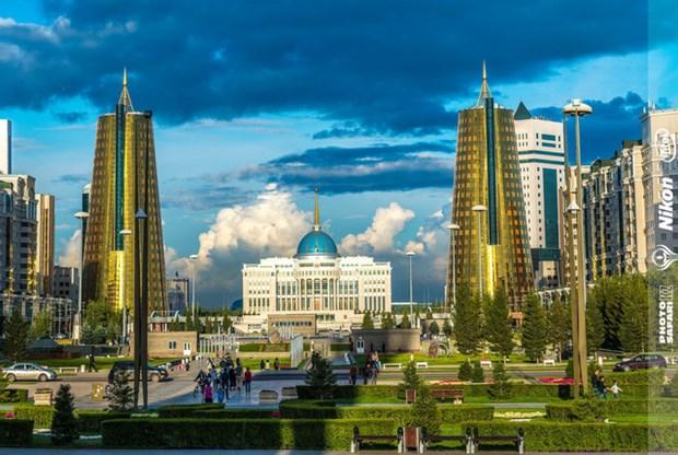 Exposition de photos sur le Kazakhstan a Hanoi hinh anh 1