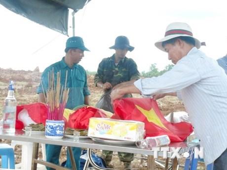 Rapatriement des restes de 30 volontaires vietnamiens morts au Laos hinh anh 1