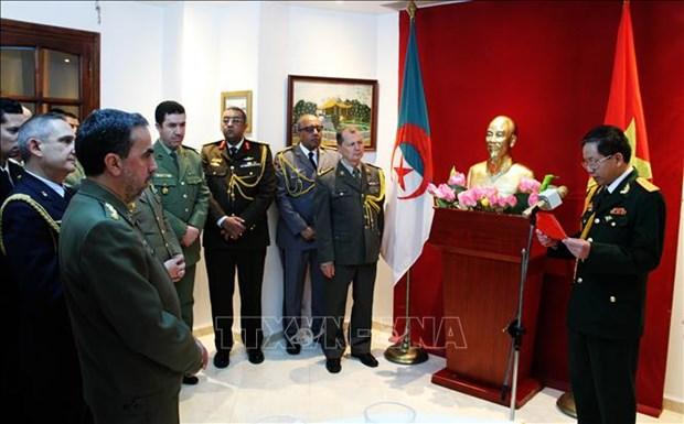Vietnam-Algerie: renforcement des relations d'amitite entre les deux armees populaires hinh anh 1