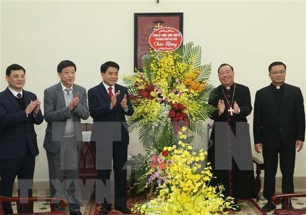 Des dirigeants de Hanoi recoit le nouveau archeveque de l'archidiocese de Hanoi hinh anh 1
