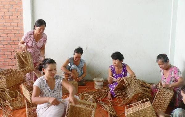 Binh Thuan : le projet FLOW/EOWE aide a relever la position des femmes hinh anh 1