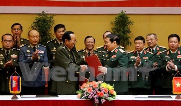 Une delegation militaire vietnamienne en visite officielle au Cambodge hinh anh 1