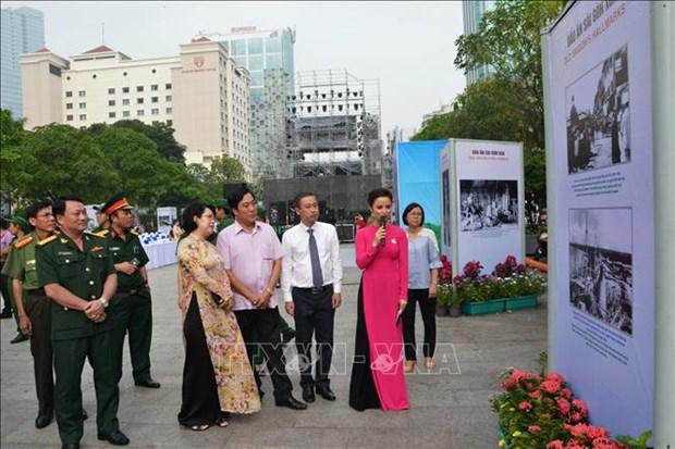 Exposition de photos sur l'histoire de 320 ans de Saigon - Ho Chi Minh Ville hinh anh 1