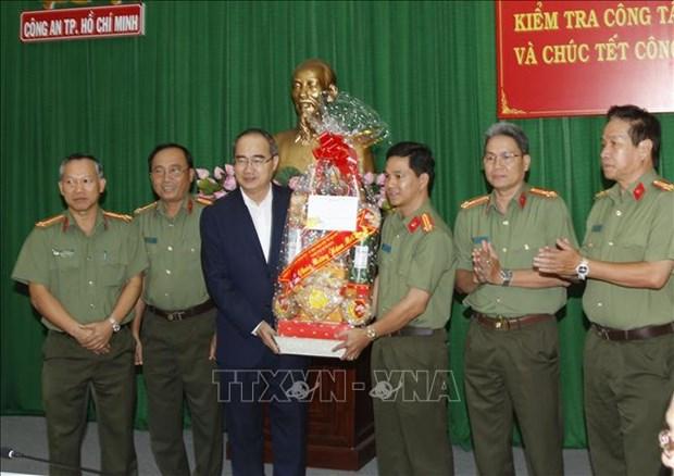 Ho Chi Minh-Ville : meilleurs vœux du Tet a des unites des forces armees et aux religieux hinh anh 1