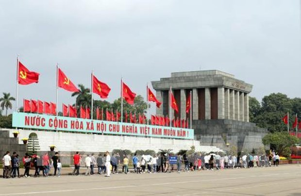 Tet du Cochon 2019 : plus de 47.000 visiteurs au mausolee de Ho Chi Minh hinh anh 1