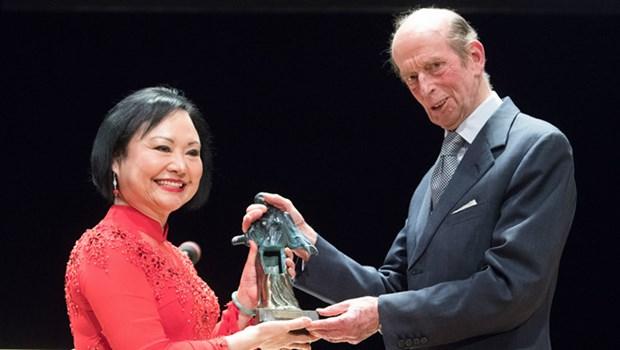 « La petite fille au Napalm » Phan Thi Kim Phuc recoit le prix de la paix de Dresde hinh anh 1