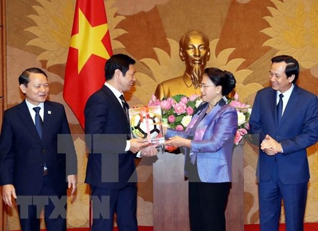 La presidente de l'AN honore les entreprises ayant contribue a la societe hinh anh 1