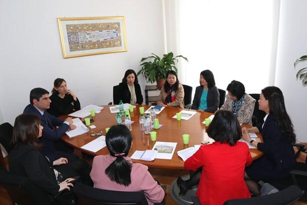 Une delegation de l'Union des femmes vietnamiennes en visite en Italie hinh anh 2