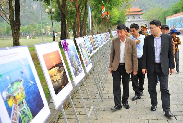 Exposition de photos « La mer et les iles de la Patrie » a Ninh Binh hinh anh 2