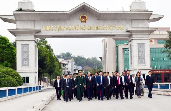 Une delegation vietnamienne se rend en Chine pour un echange d'amitie hinh anh 1