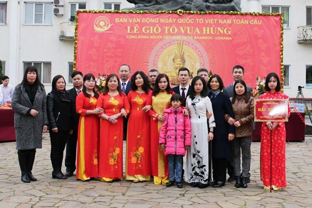 Des Vietnamiens en Ukraine et en Pologne celebrent la fete des rois fondateurs Hung hinh anh 1