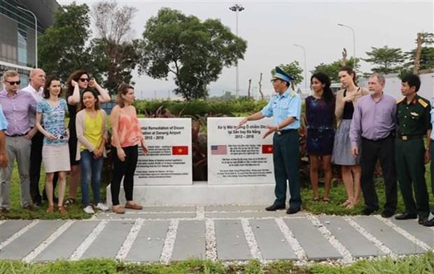 Une delegation americaine sur le site du projet decontamination de la dioxine a Da Nang hinh anh 1