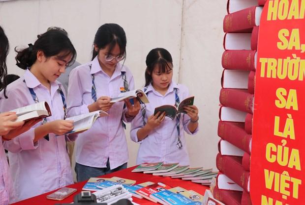 Thai Binh : Ouverture de la Journee du livre et de l'exposition sur Hoang Sa et Truong Sa hinh anh 1
