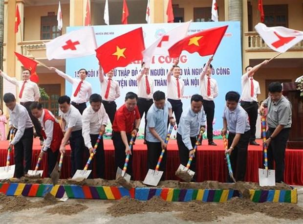 Croix-Rouge : construction de 154 maisons pour des personnes demunies de Hanoi hinh anh 1