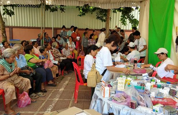 Cadeaux aux Viet kieu et habitants demunis au Cambodge hinh anh 2