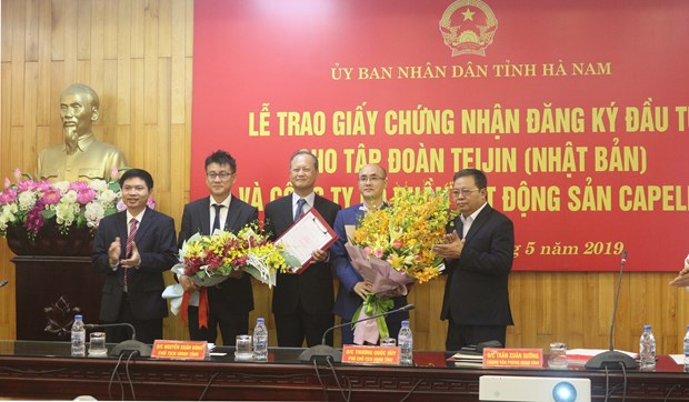 Remise des certificats d'investissement a deux grands projets a Ha Nam hinh anh 1