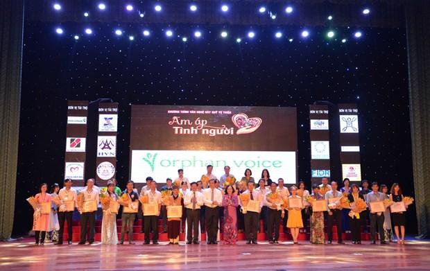 Soiree musicale pour soutenir les personnes defavorisees a Da Nang hinh anh 1