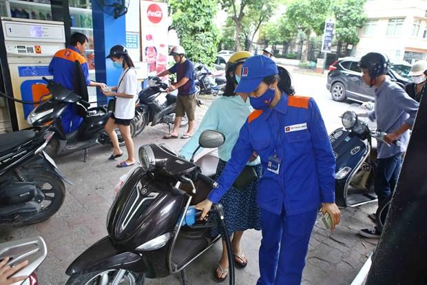 Forte baisse des prix des carburants hinh anh 1