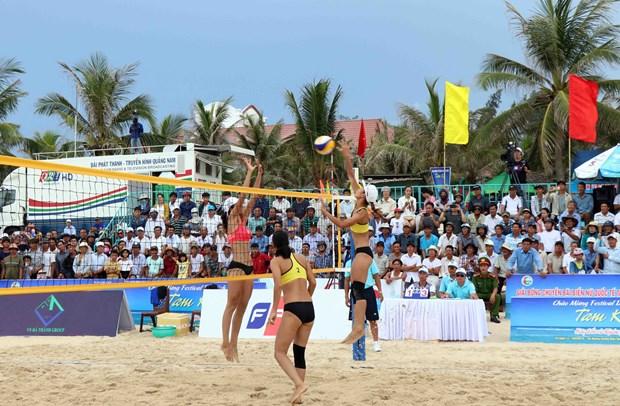 Tam Ky: l'equipe locale remporte le tournoi international de beach-volley feminin 2019 hinh anh 2