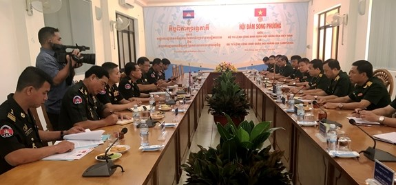 Cooperation renforcee entre les Armees du Genie vietnamienne et cambodgienne hinh anh 1