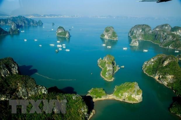 Excursion incroyable en helicoptere de la baie d'Ha Long hinh anh 1