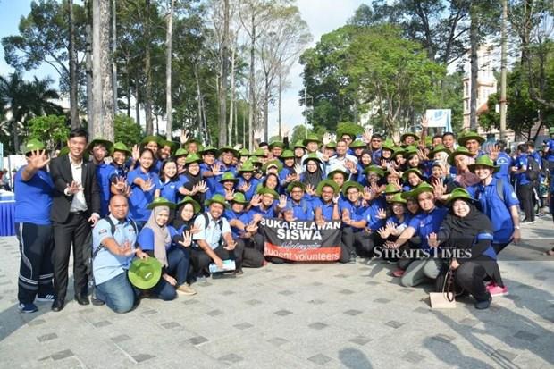 Des etudiants malaisiens au Vietnam pour la campagne de volontariat « Ete vert » 2019 hinh anh 1