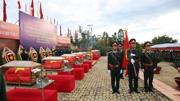 Binh Phuoc : Inhumation des restes de 23 soldats tombes au Cambodge hinh anh 1