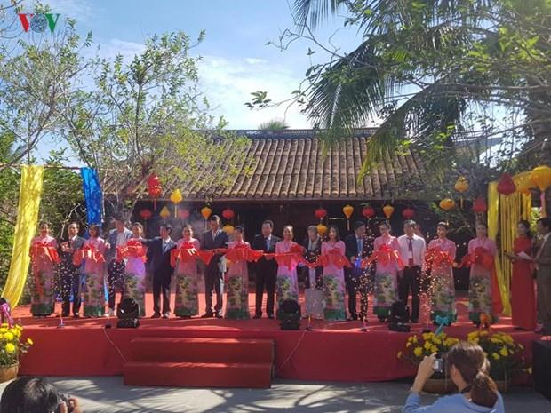 Ouverture du 5e Festival de la soie et de la brocatelle du Vietnam et du monde hinh anh 1
