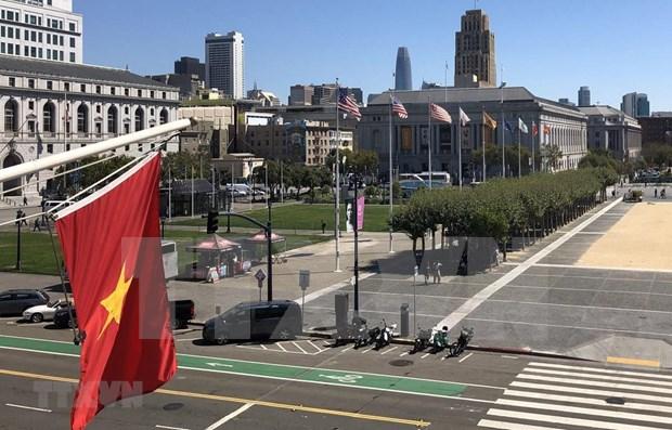 Le drapeau du Vietnam flotte a San Francisco en l'honneur de la Fete nationale hinh anh 1