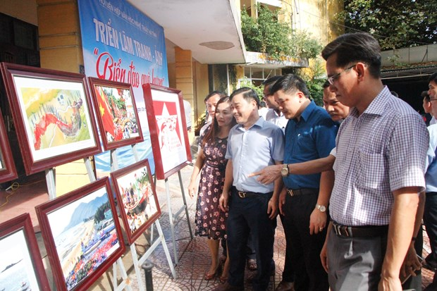 Exposition de photos « La mer et les iles de la Patrie » a Ha Tinh hinh anh 1