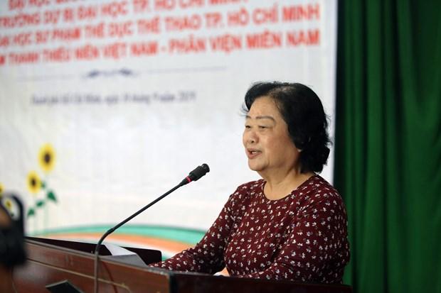 Ho Chi Minh-Ville: 200 bourses d'etudes remises a des eleves et etudiants en difficulte hinh anh 2