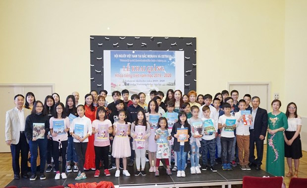 Cours de langue vietnamienne pour les jeunes Viet Kieu en Republique tcheque hinh anh 1