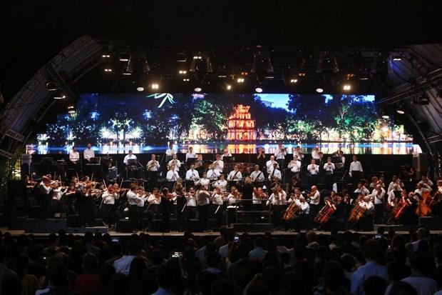 L'Orchestre symphonique de Londres donne un concert a Hanoi hinh anh 1
