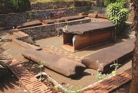 Le tombeau de Cu Thach - Hang Gon a Long Khanh hinh anh 2