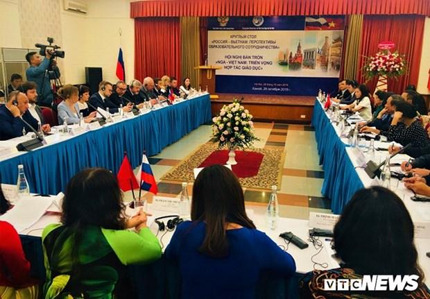 Table ronde sur la cooperation en matiere d'education entre le Vietnam et la Russie a Hanoi hinh anh 1