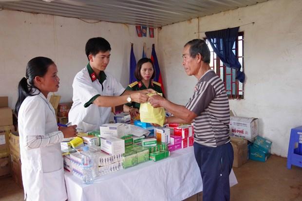 Renforcement de la solidarite entre les forces armees de Dak Nong et la population cambodgienne hinh anh 1