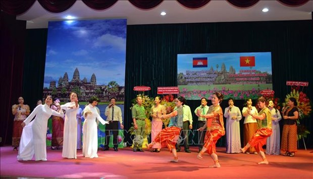 Le 66e anniversaire de la Fete nationale du Cambodge celebre a Ho Chi Minh-Ville hinh anh 1