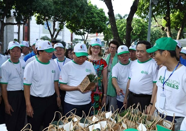 Le Premier ministre appelle a un effort commun pour lutter contre les dechets plastiques hinh anh 2