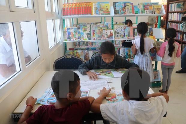 Remise de 500 livres a la bibliotheque de la province de Kampong Speu (Cambodge) hinh anh 2