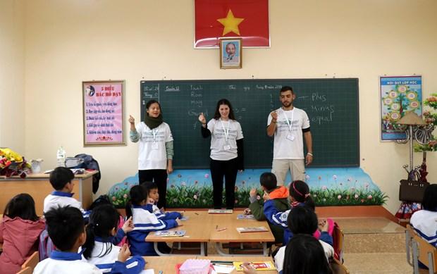 Des volontaires israeliens se joignent a une activite d'enseignement a Lao Cai hinh anh 1