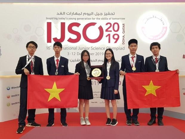 Trois medailles d'or pour le Vietnam aux Olympiades internationales junior des sciences hinh anh 1