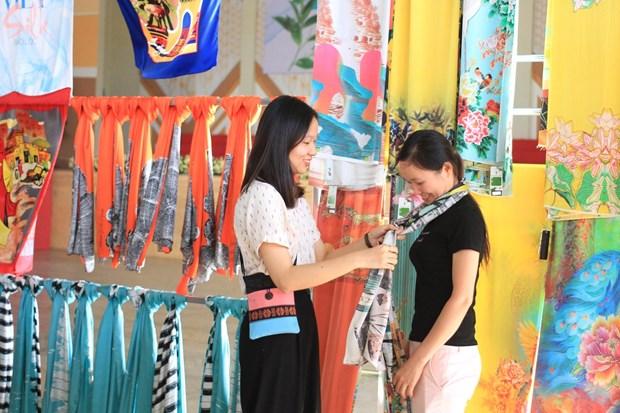 Ouverture de la Semaine du the et de la soie de Bao Loc hinh anh 2