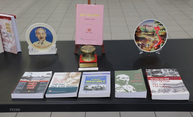 Des amis canadiens apprecient le role de direction du Parti communiste du Vietnam hinh anh 1