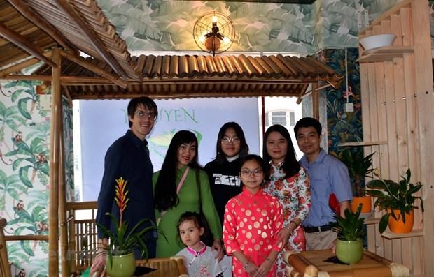 Les Vietnamiens en Suisse soutiennent la lutte locale contre la pandemie de COVID-19 hinh anh 1