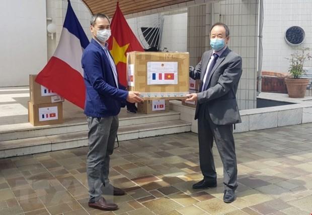 Le Vietnam offre des masques medicaux a des organisations et amis francais hinh anh 1