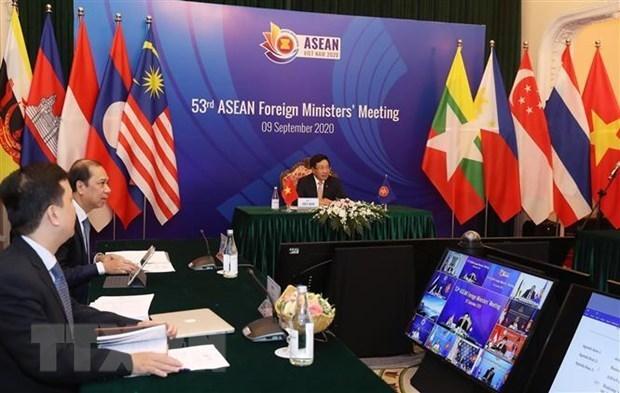AMM-53 : L'ambassadeur de l'UE aupres de l'ASEAN apprecie les efforts du Vietnam hinh anh 1